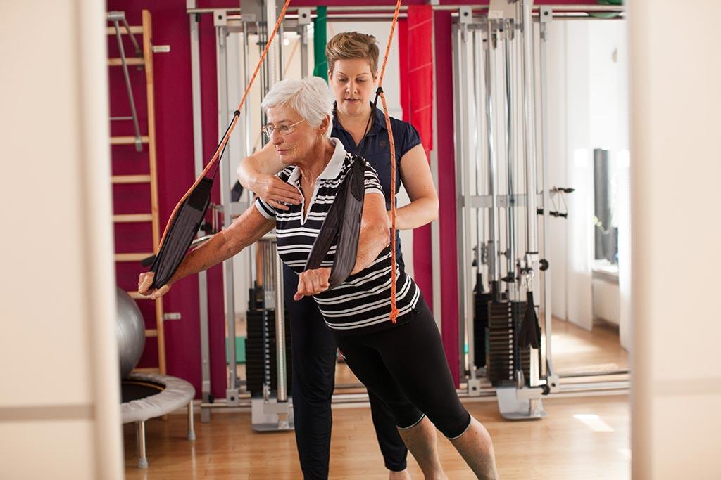 Senioren Sling-Training TRX persönliche Physiotherapie Physiothek München Schwabing Maxvorstadt